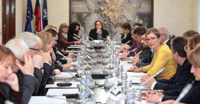 Вицепремиерът и министър на външните работи Екатерина Захариева председателства Седмото