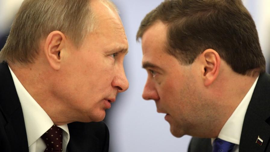 Каква е играта на Путин, защо свали кабинета на Медведев