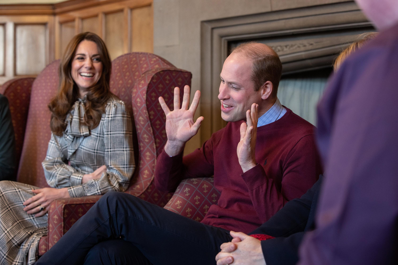 <p>Херцозите на Кейбридж изглеждаха щастливи по време на първата си съвместна поява за годината. Уилям и Кейт посетиха&nbsp;английския град&nbsp;Брадфорд.</p>