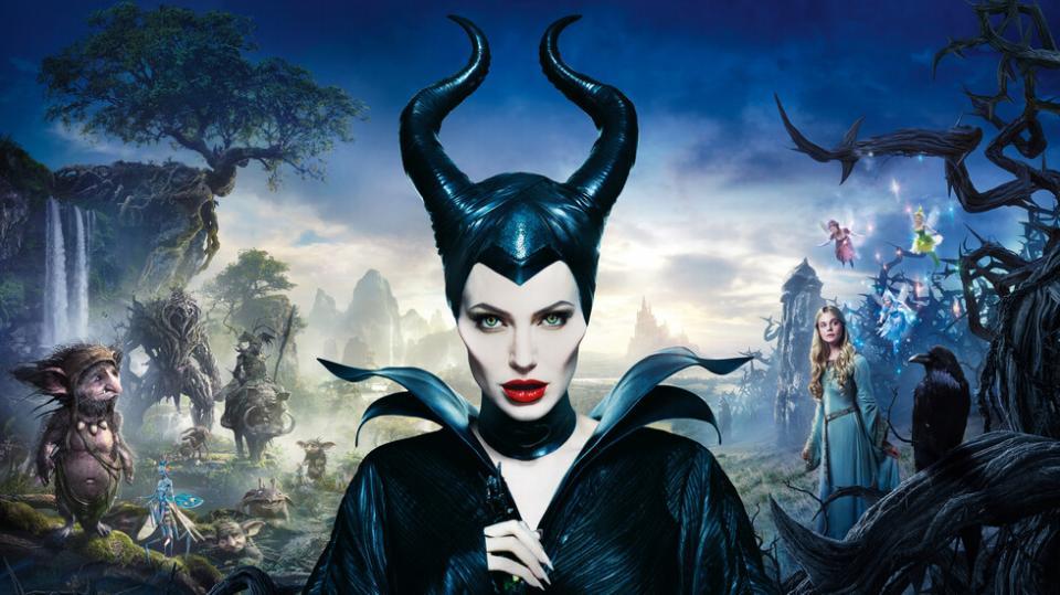 <p><strong>Господарка на злото</strong> -&nbsp;В &bdquo;Господарка на злото&ldquo; Злодеида е красива и невинна млада жена, станала жертва на безмилостно предателство, което превръща чистото й сърце в камък. Решена да отмъсти и да защити народа си, тя подхваща епична битка с краля на човеците и проклина новородената му дъщеричка Аврора.&nbsp; Докато Аврора расте, тя се озовава в центъра на кипящ конфликт между Горското царство, което е възпитана да обича и кралството на баща й, което е нейното наследство. Злодеида разбира, че Аврора държи ключа към мира в земите им и решава да предприеме крайни действия, които ще променят двата свята завинаги.</p>  <p>&bdquo;Господарка на злото&ldquo;: 17 януари, петък, 21.00 ч. по NOVA</p>