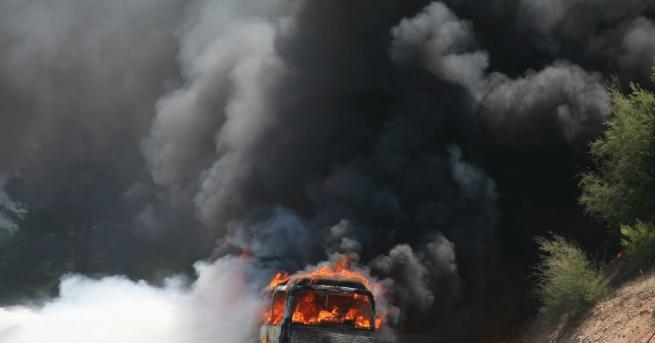 """Микробус с метанова уредба се запали наавтомагистрала """"Хемус"""" в района"""