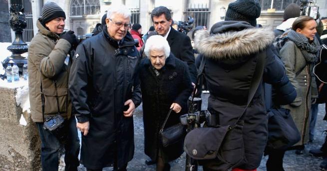 На 92-година възраст почина Терез Дион, майката на световно известната