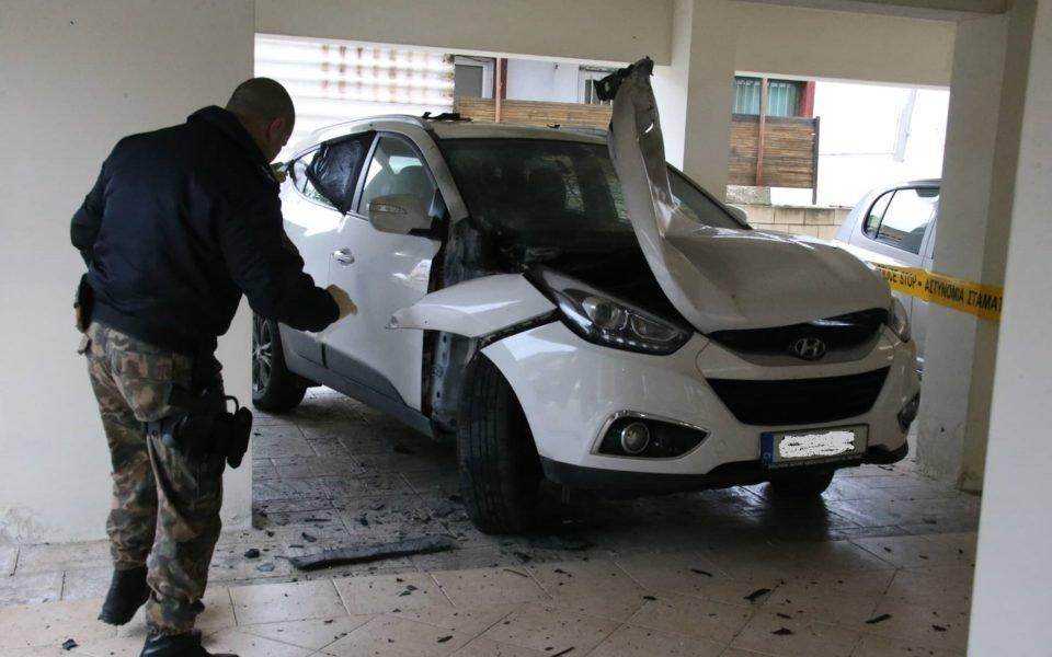 Първенството на Кипър бе спряно, след като личният автомобил на