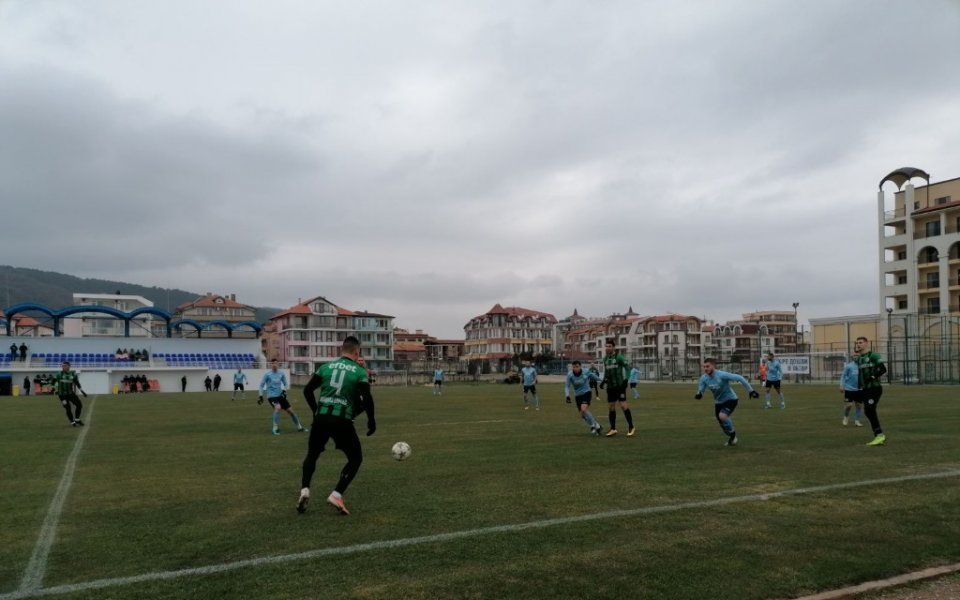 Нефтохимик Бургас се справи с Черноморец Балчик в контрола
