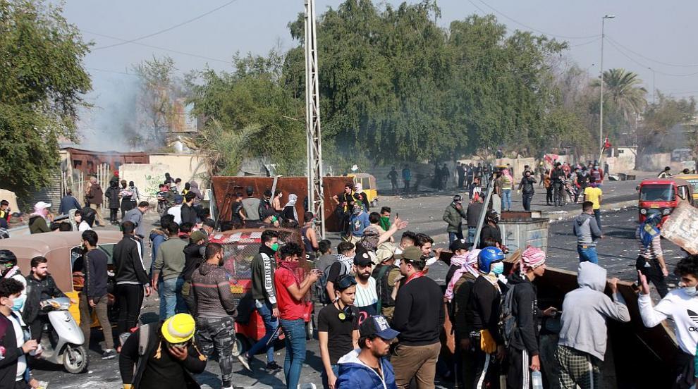 Четири жертви при сблъсъци в антиправителствените протести в Ирак