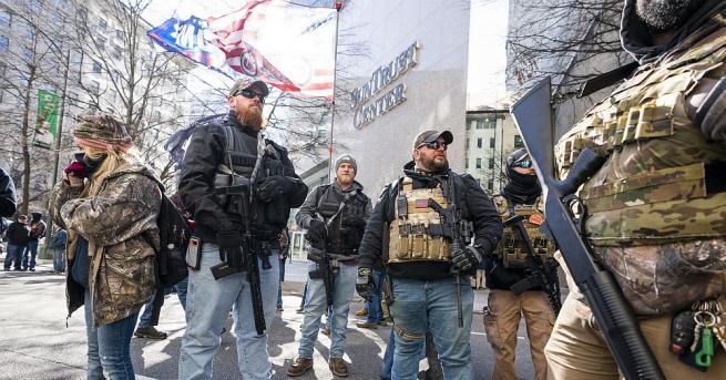 Хиляди въоръжени активисти от оръжейното лоби от цяла Америка се