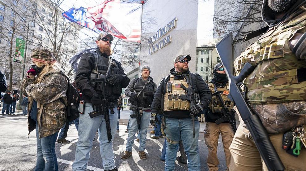 Хиляди въоръжени активисти излязоха на митинг във Вирджиния (ВИДЕО/СНИМКИ)