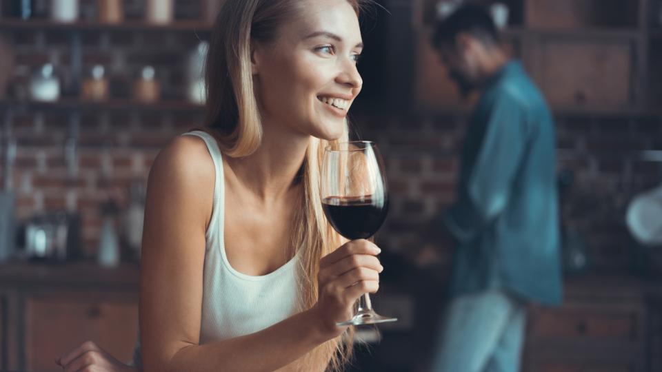 жена вино