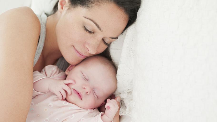 Само за майки: как да си откраднете сън