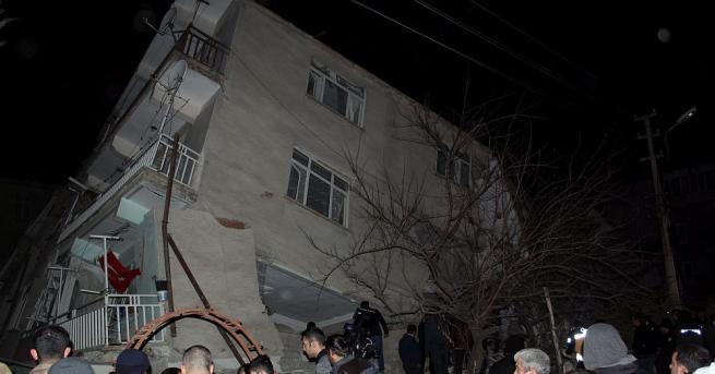 Ранените при земетресението тази вечер в Турция достигаха 225 души,