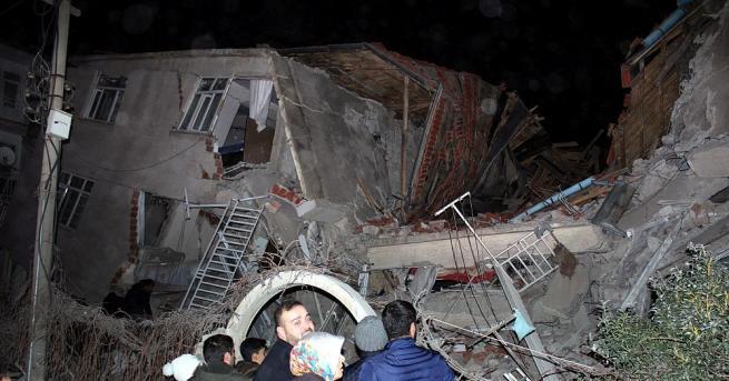 Броят на жертвите от земетресението в Източна Турция нарасна на