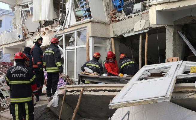Десетки загинали при земетресението в Турция