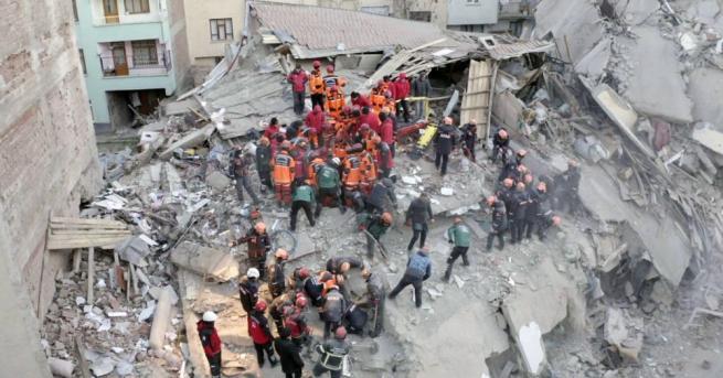 Броят на починалите в силното земетресение, което удари Източна Турция