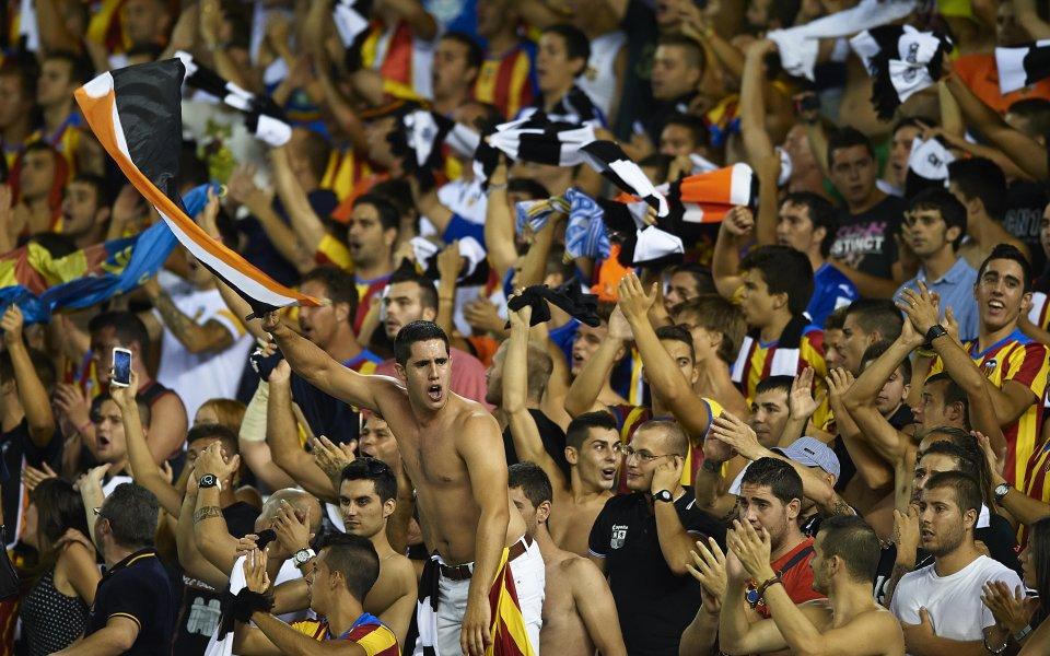 Привържениците на Валенсия и Барселона си спретнаха грандиозно меле в