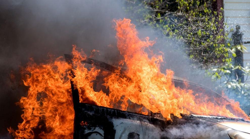 Шофьор е с опасност за живота, след като колата му се...