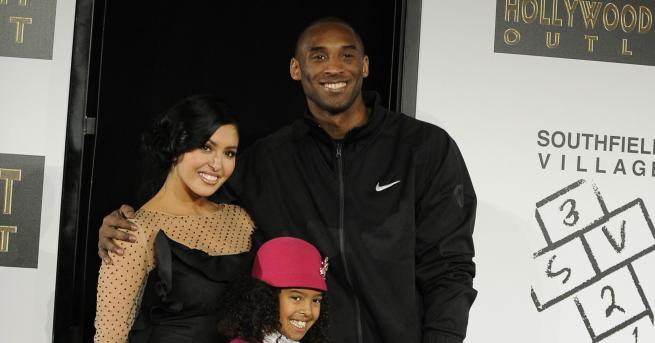 Свят Згинаха легендата на НБА Коби Брайънт и дъщеря му