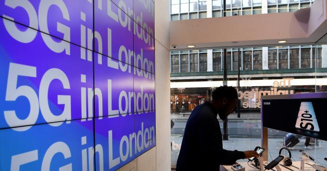 Свят Великобритания допусна Хуауей до 5G мрежите си, но при