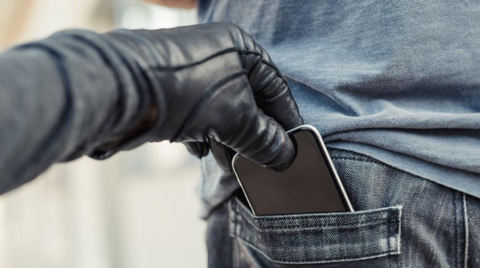Нагли крадци откраднаха телефона на дете във вход на блок в София (ВИДЕО)