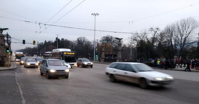След около три часа незаконна блокада на най-възловото кръстовище в