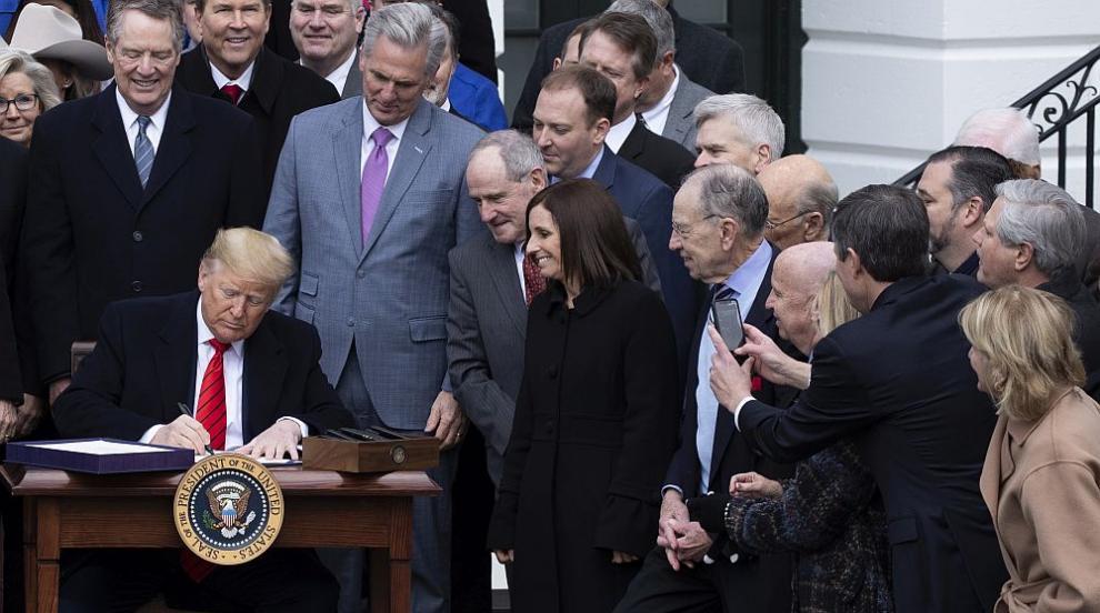 Тръмп подписа търговския пакт с Канада и Мексико (ВИДЕО)