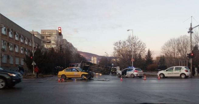 Тежка катастрофа в София, като по чудо се размина без