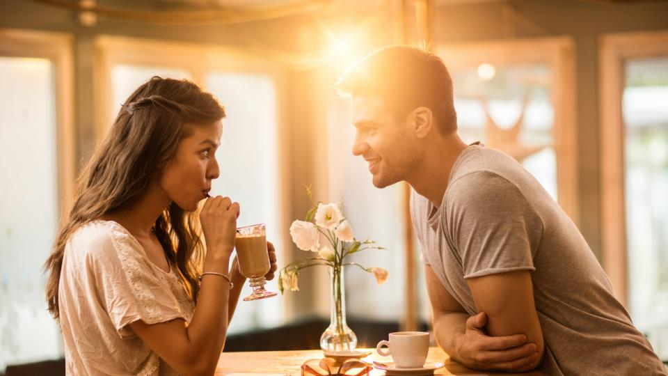 двойка флирт любов среща