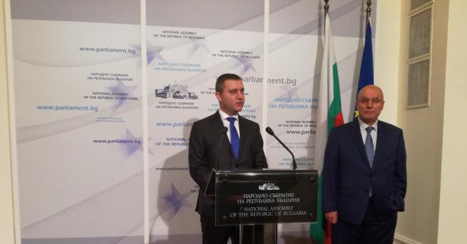 Парламентът ще даде мандат на министърът на финансите и управителят