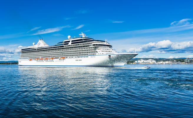 Съмнения за коронавирус: Блокираха круизен кораб с 6 000 пътници