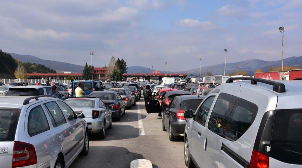 Хаос на границата с Гърция в първия ден с облекчени...