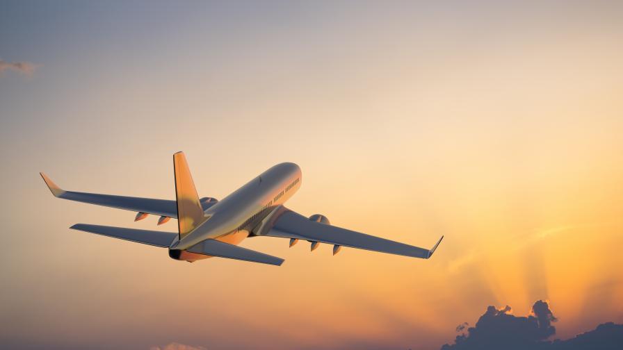 Руски самолет кацна аварийно, пияна пътничка заплашила да го взриви