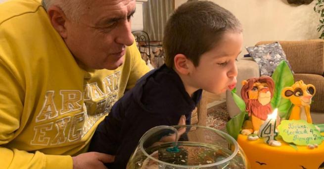 Премиерът на страната Бойко Борисов честити рождения ден на своя