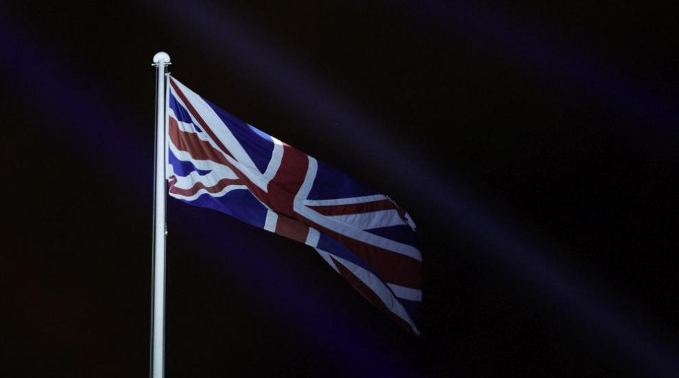 708 смъртни случая за денонощие във Великобритания,...