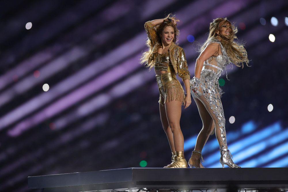 В сребърно и злато Джей Ло и Шакира взривиха Супербоул