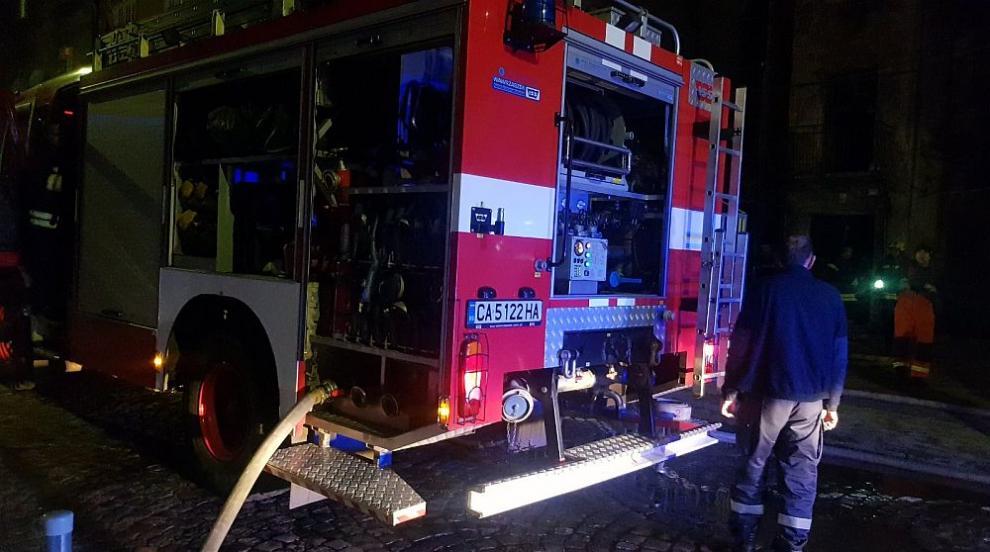 Пожар горя в столичен квартал, има пострадал (ВИДЕО)