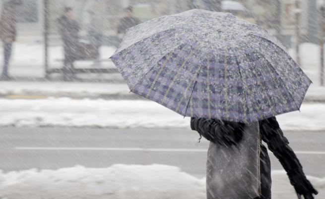 Опасно време и снежни виелици в цялата страна