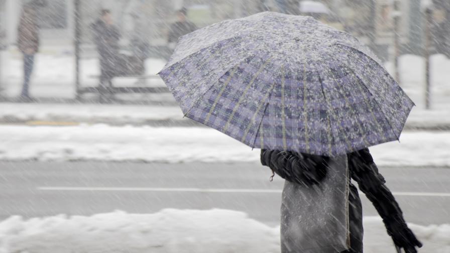 <p>Опасно време и снежни виелици в цялата страна</p>