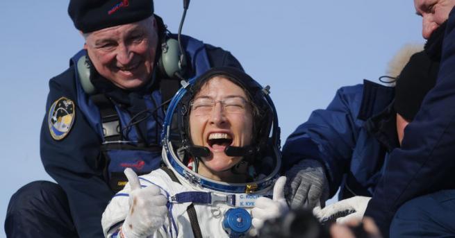 Американската астронавтка Кристина Кук се завърна на Земята след рекордно