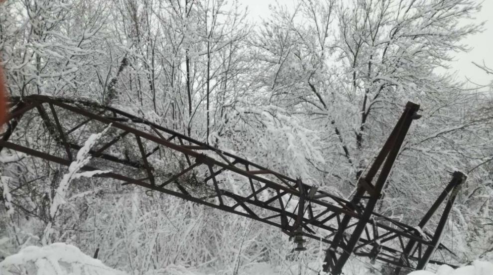 Априлският сняг прекъсна електрозахранването на...