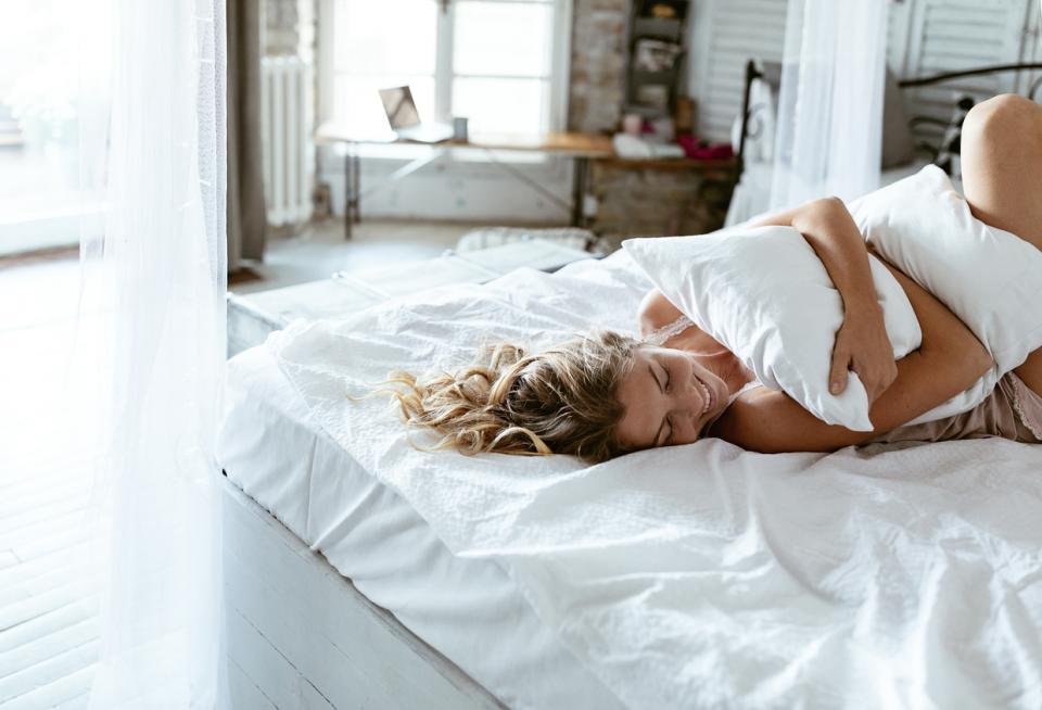 уиикенд почивка релакс жена легло сън