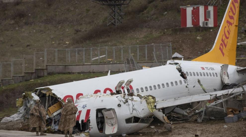 Турция арестува пилота на самолета, извършил аварийно кацане в Истанбул, в...