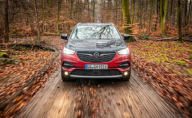 Моделът предлага четири режима на задвижване: Electric (с функция e-Save за запазване на енергията в батерията за желан от вас момент), Hybrid, All-Wheel Drive и Sport (AWD с електрическа задна ос).