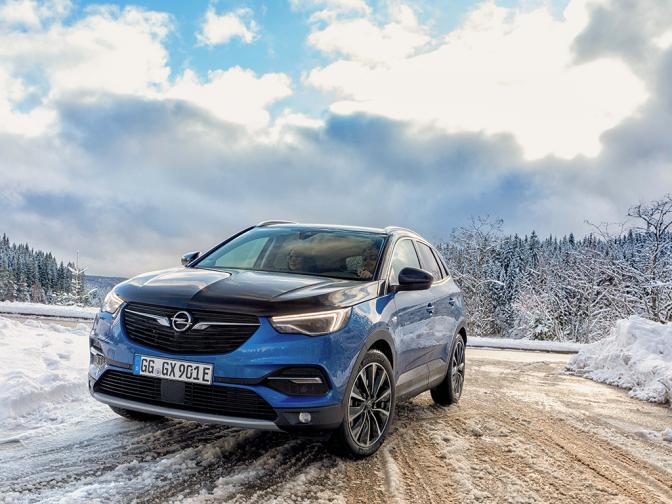Opel Grandland X Hybrid4 галерия