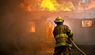 Пожар в кравеферма в Кюстендилско, трима души са в критично състояние