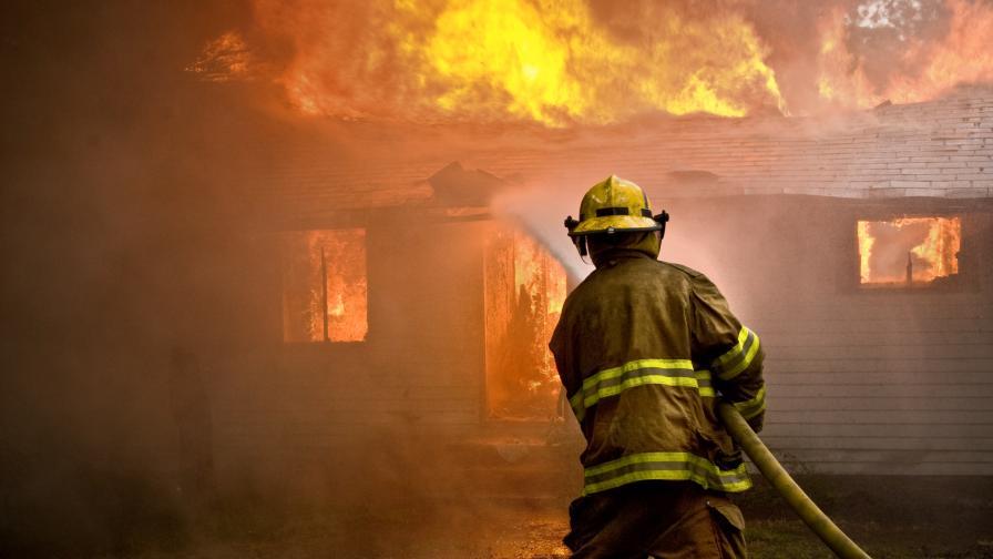 Над десет подпалени къщи във Врачанско