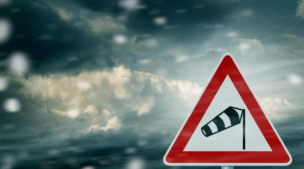 Вятърът се усилва, ще има и валежи