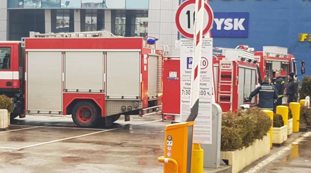 Вероятната причина за пожара в столичен мол - късо съединение от...