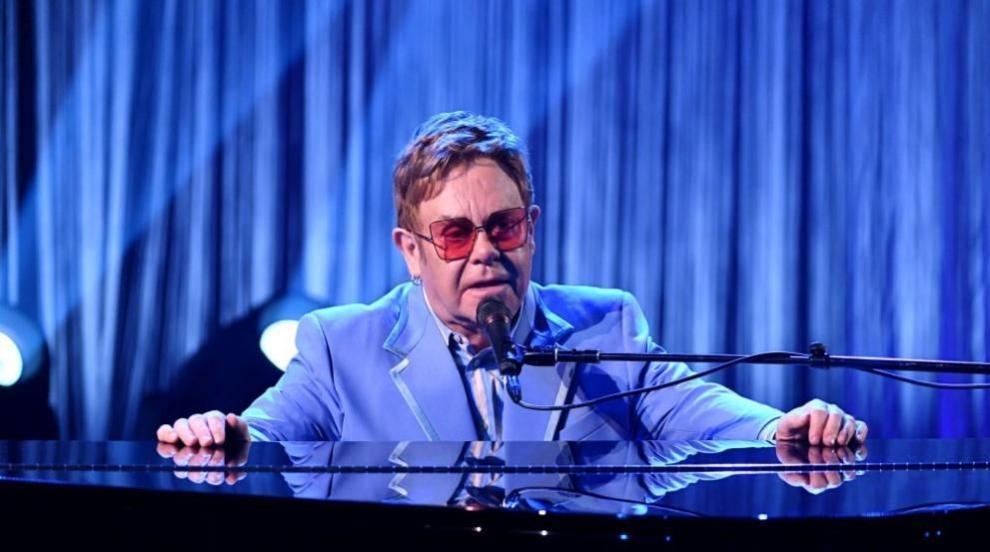Елтън Джон изгуби гласа си по време на концерт и избухна в сълзи