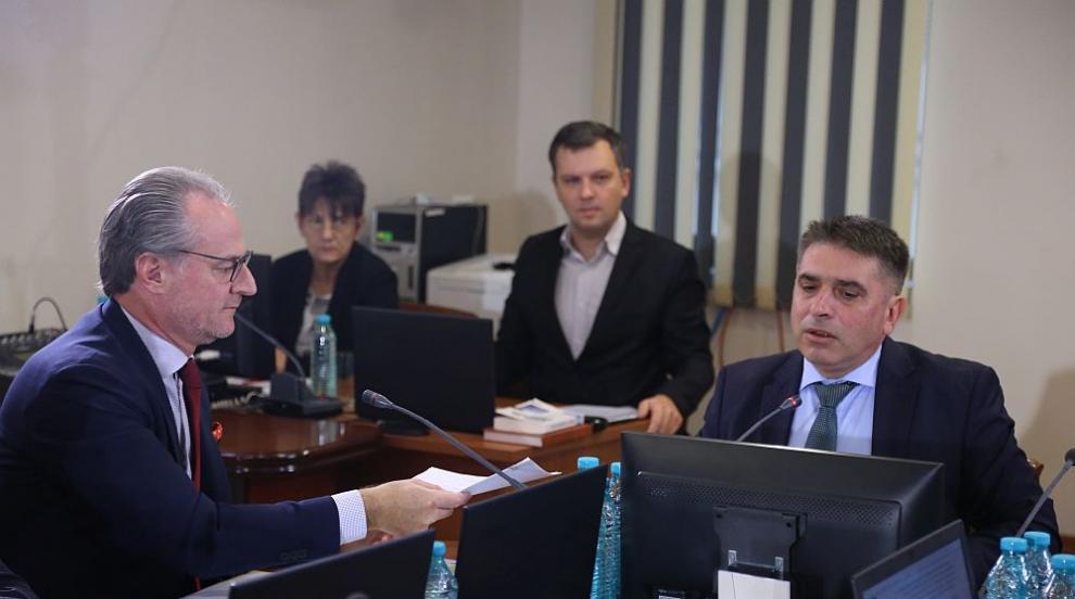 Кирилов категоричен: Миталов урони престижа на съдебната система, Панов се...