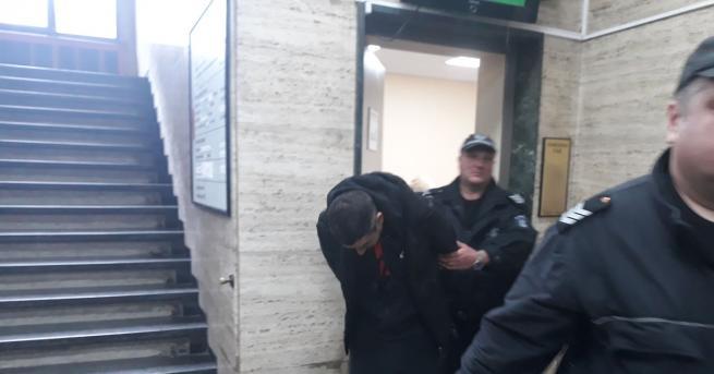 Пловдивският районен съд остави в ареста мъжа, който бе арестуван