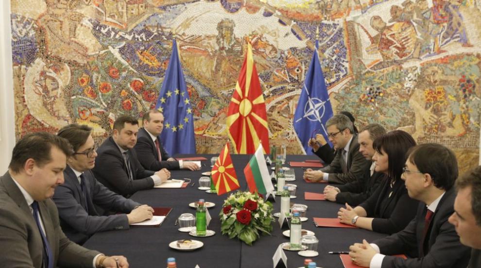Караянчева от Скопие: Важно е изборите в Северна Македония да бъдат...